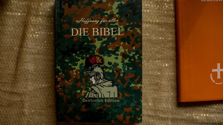 """""""Die Bibel"""" mit der Aufschrift """"Hoffnung für alle"""""""