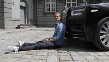 Auch auf dem Bild: Emily. Das ist diese kleine silberne Figur vorn auf dem Kühler eines jeden Rolls-Royce.