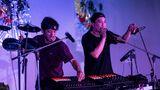 Die Band: Buddy (34, links) und Zhi (37, rechts) sind Symbiz.