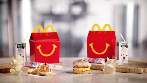 Zwei Happy Meals der Fast Food-Kette McDonalds