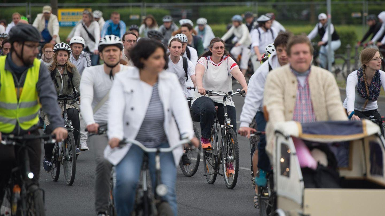 Ride of Silence: Heute fahren weiß gekleidete Radler durch die Straßen – das steckt dahinter