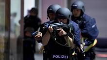 Polizisten bei einer Übung in Bayern im April - das neue Polizeigesetz verleiht den Beamten mehr Befugnisse