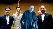 Anstelle von Erdogan ist Voldemort in das Foto mit Gündogan und Özil montiert