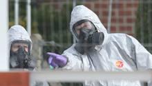 Britische Ermittler untersuchen einen möglichen Tatort des Giftanschlags auf den russischen Ex-Agenten Viktor Skripal (Archivbild vom 14.3.2018)