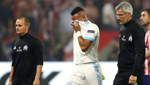 Dimitri Payet verlässt während der Europa-League-Finales weinend das Spielfeld