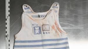 Diesen blau gestreiften Strampler hatte das neugeborene Mädchen an, das im September 2015 in Berlin an einer Bushaltestelle im Norden der Stadt gefunden wurde.