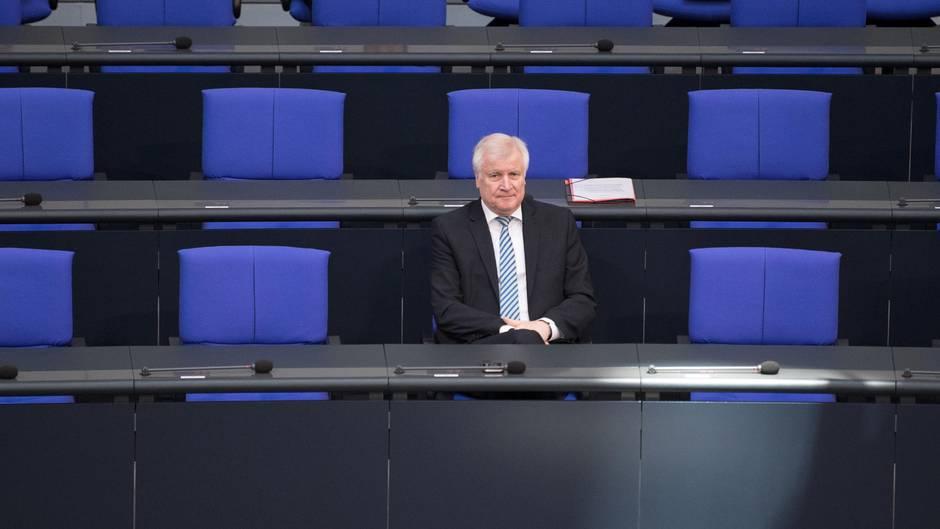 Bundesinnenminister Horst Seehofer verteidigt Bamf - und sich selbst