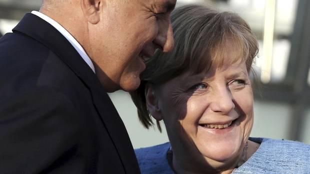 inisterpräsident von Bulgarien begrüßt Bundeskanzlerin Angela Merkel zum Treffen der EU-Staats- und Regierungschefs