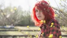 Ein junges Mädchen auf dem Land