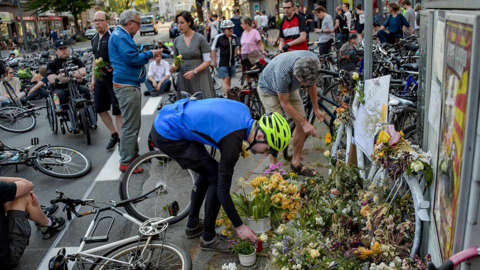 Nachrichten Deutschland Hamburg Blumen Ride of Silence