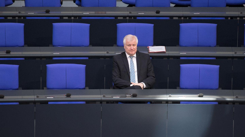 Opposition wittert Skandal: Kann Innenminister Horst Seehofer die Vorwürfe abschütteln?