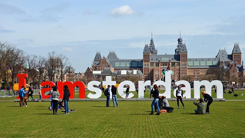 Eine der attraktivsten Städtereisenziele in Europa: Amsterdam verzeichnete 18 Millionen Touristen im Jahr 2017.