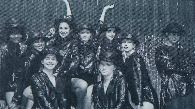 Mit Hut: Meghan (obere Reihe, 3. v. l.) tanzte auf der Bühne ihrer Immaculate Heart High School