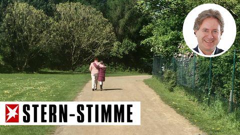 Frank Behrendts Schwiegermutter und seine jüngste Tochter beim geliebten Spaziergang
