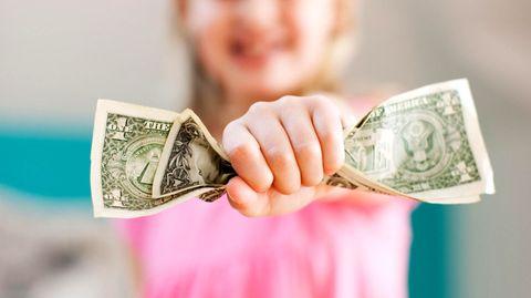 Kind und Dollar-Scheine