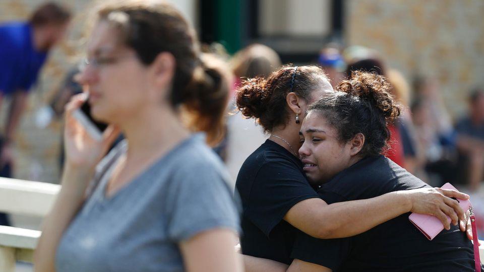 Bei einem Amoklauf an einer Schule in Santa Fe, Texas, sind mindestens acht Menschen gestorben