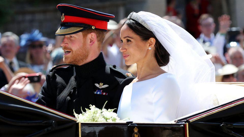Prinz Harry und Meghan Markle bei ihrer Kutschfahrt durch Windsor