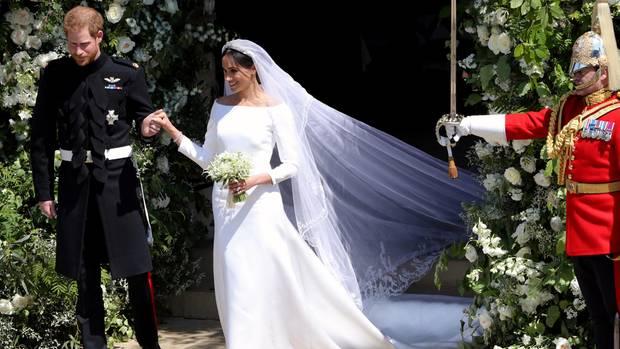 Prinz Harry und Meghan Markle beim Auszug aus der Kirche
