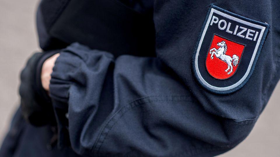 Eine Polizeibeamtin in Niedersachsen