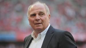 """FC-Bayern-Präsident Uli Hoeneß: """"Wir werden nix mehr investieren, sondern werden unsere Spieler dazu bringen, besser zu spielen"""""""