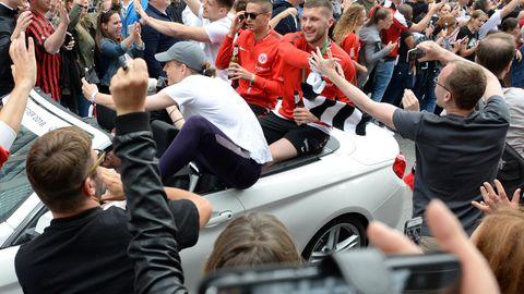 Ante Rebic beim Autokorso von Eintracht Frankfurt