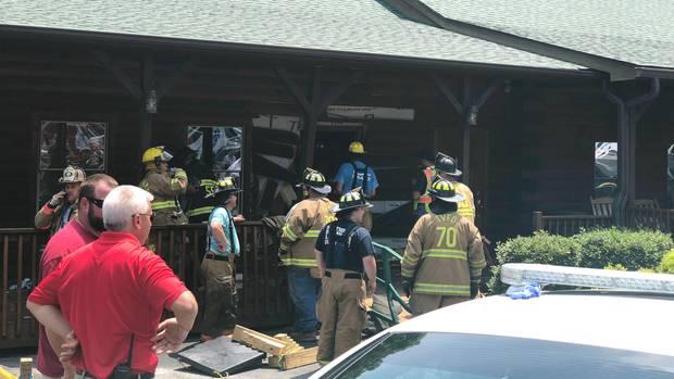 Einsatzkräfte vor dem Restaurant in Bessemer City im US-Bundesstaat North Carolina