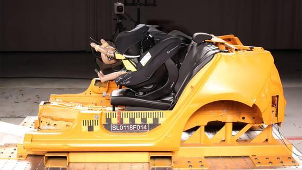 Autokindersitz mit Sicherheitsrisiko: Beim Concord Ultimax i-Size wurde der Testdummy gefährlich nach vorne geschleudert.