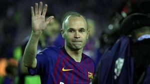 Andrés Iniesta winkt zum Abschied