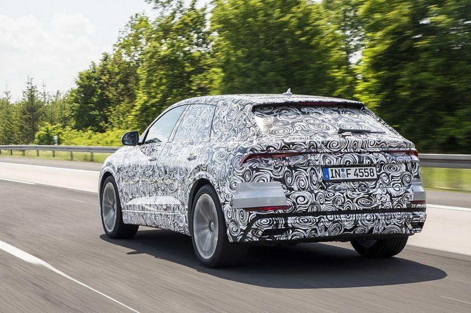 Beim Heck erkennt man die neue Audi Lichtgrafik