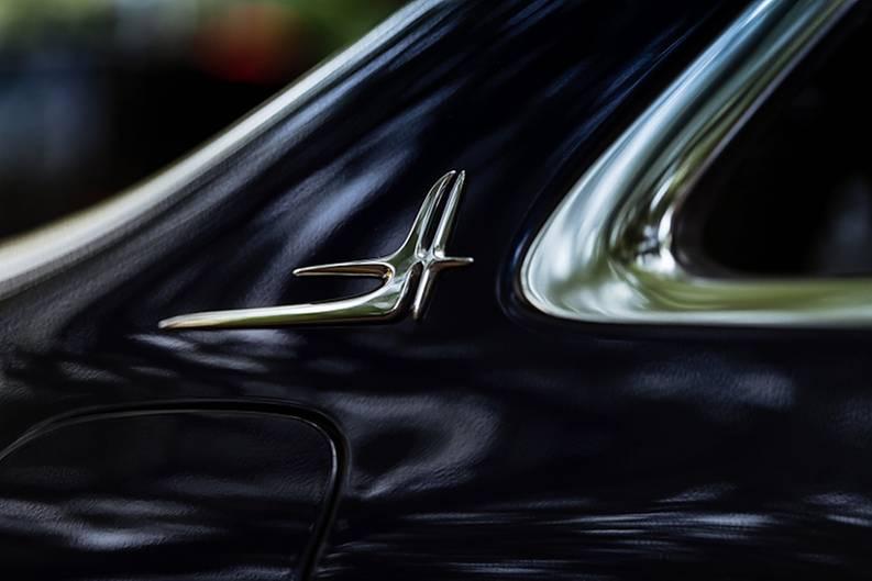 Mercedes E 300 L Chinaversion - Sinnfreies Signet auf der C-Säule