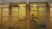 Eine karge Gefängniszelle in Texas