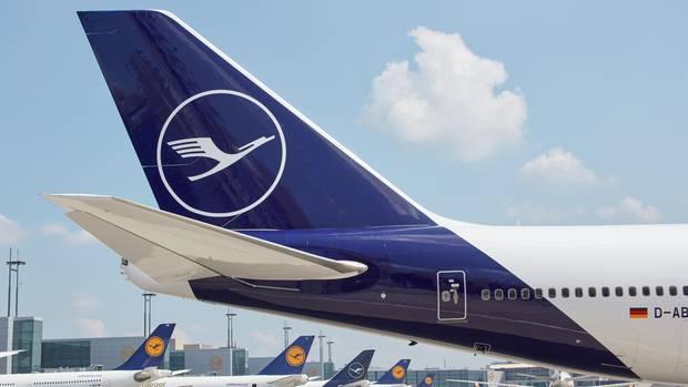 Eine Boeing 747-400 derLufthansa mit neuer Bemalung.