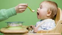 Viele Kinderhochstühle sind nicht sicher, kritisiert Stiftung Warentest (Symbolbild)
