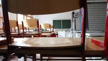 Ein leeres Klassenzimmer in einer Schule in Thüringen