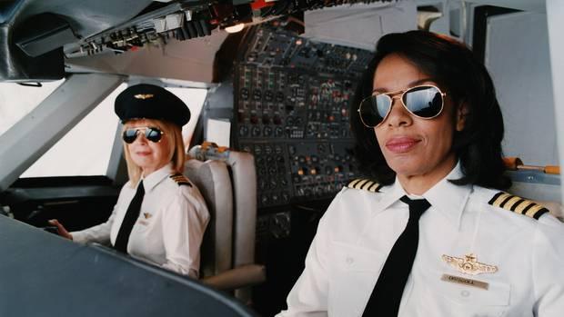 Pilotinnen im Cockpit