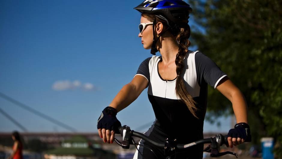 Mit einem E-Trekkingbike kann man auch anspruchsvolle Touren in Angriff nehmen (Symbolbild).