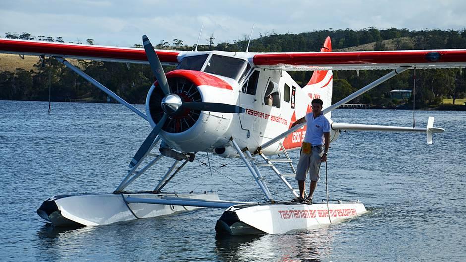 Follow Me: Im fliegenden Oldtimer über Tasmanien