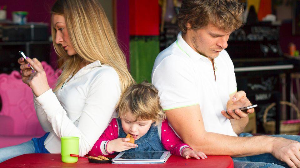 Eltern am Smartphone