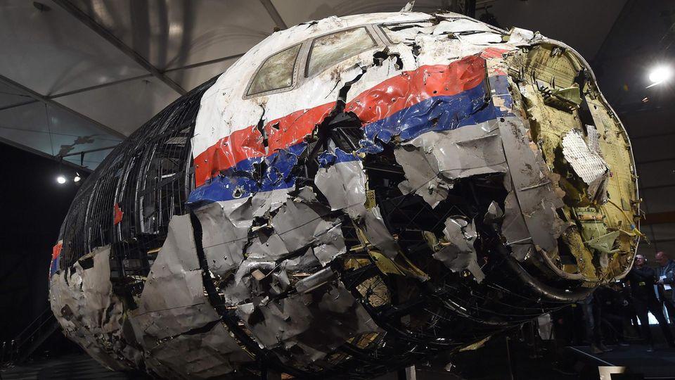 MH17: ein Wrackteil des über der Ukraine abgeschossenen Flugzeugs