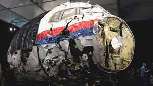 Die aus Trümmern zusammengesetzte Boeing 777 der Malaysia Airlines, die 2014 als Flug MH17 über der Ukraine abstürzte