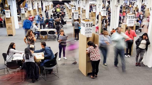 Wähler in Bogotá. Hier in der Hauptstadt, wo die FARC häufig bombte, hat sie keine Chance