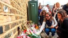Am Haus ihres Todes wurden Blumen für Sophie Lionnet abgelegt.