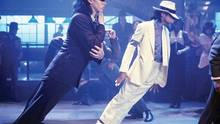 "Michael Jackson mit der Tanzpose ""Anti Gravity Lean"" im Musikvideo ""Smooth Criminal"""