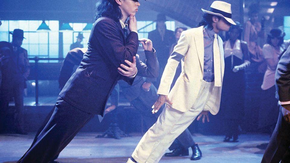 """Michael Jackson mit der Tanzpose """"Anti Gravity Lean"""" im Musikvideo """"Smooth Criminal"""""""