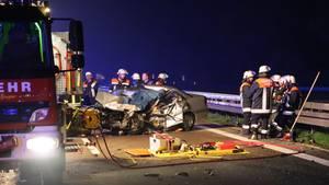 Das Auto der Geisterfahrerin auf der Autobahn 7 nahe Illertissen.