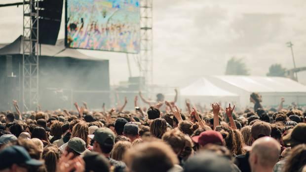 Besucher eines Festivals