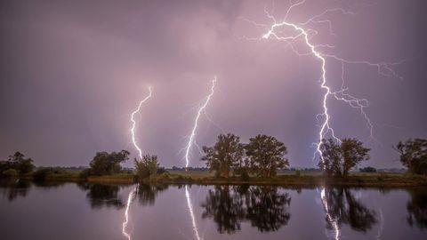 Ein Blitz überm brandenburgischen Premnitz