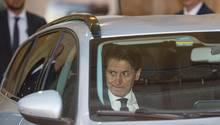 Giuseppe Conte fährt nach einem Treffen mit Italiens Präsidenten Mattarella fort
