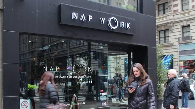 """Eingang des Gebäudes von """"Nap York"""""""