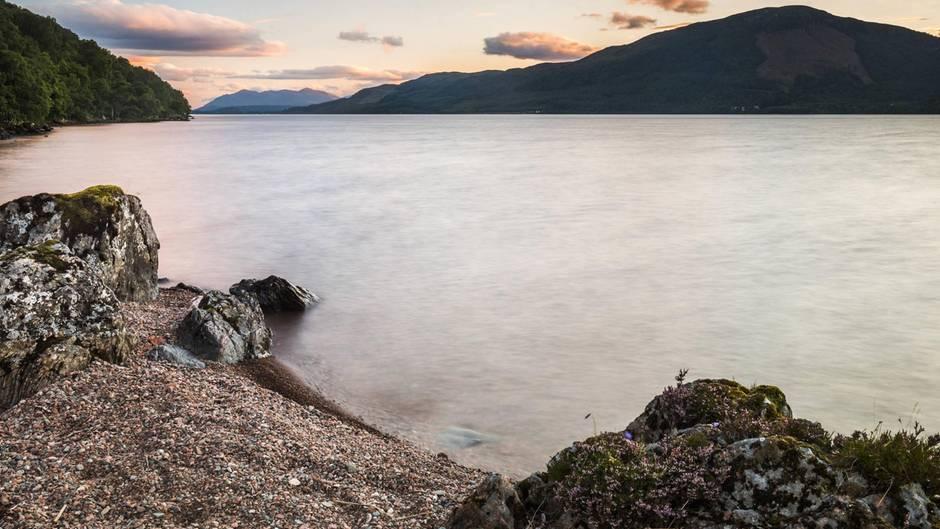Der See Loch Ness in Schottland